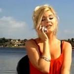 Une blonde à la pêche
