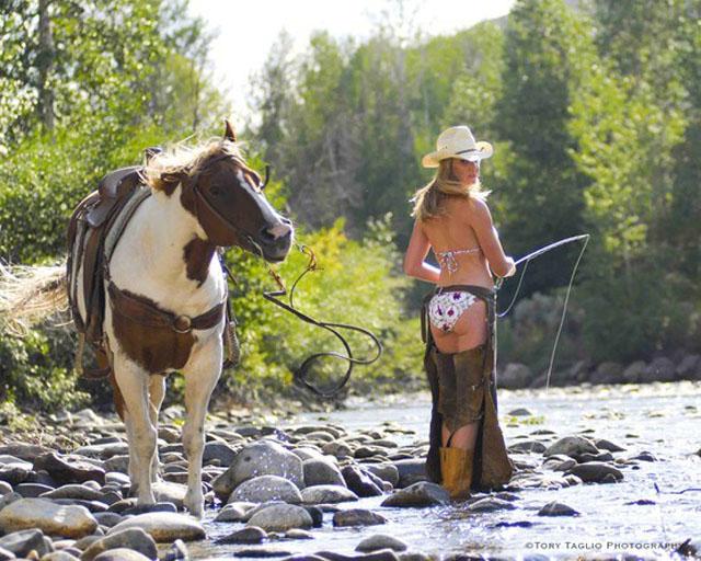 femme cowboy pêche