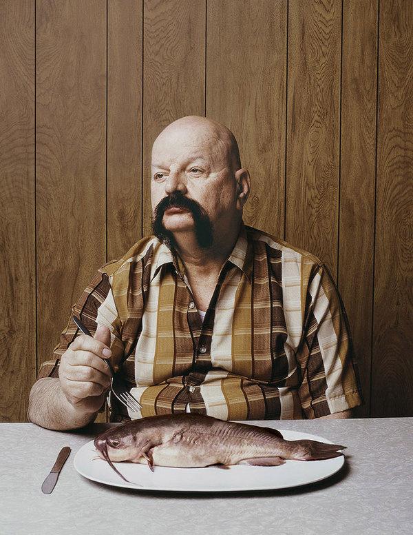 moustachu mange poisson mousatchu