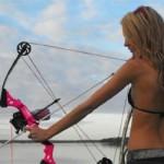 Pêche à l'arc en Floride avec des filles en bikini