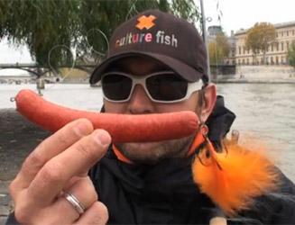 leurre de pêche en forme de saucisse