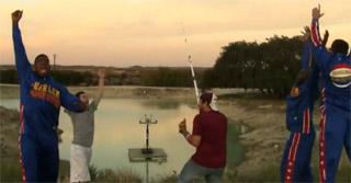 lancer ballon basket avec canne a pêche