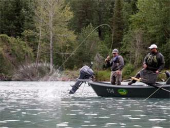 pecheur à la mouche en Alaska