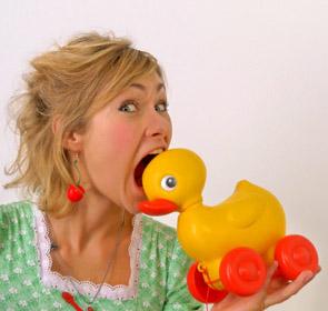 mangez des canards en plastique