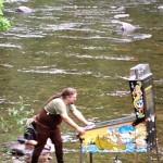 Jouer au Flipper dans la rivière