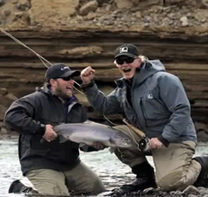 une grosse truite de Patagonie