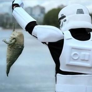 un stormtrooper à la pêche