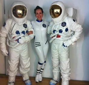 Florence Porcel en costume de cosmonaute