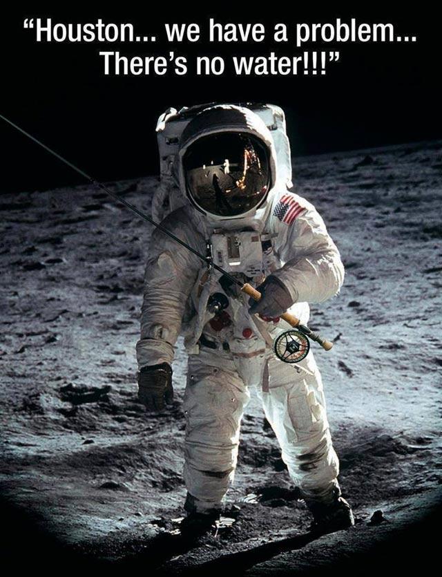 astronaute avec une canne à pêche se rendant compte qu'il n'y a pas d'eau sur Mars
