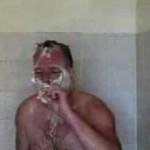 le gars qui fume sous la douche en chantant Carmina Burana