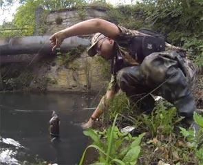sortie de l'eau d'une jolie truite